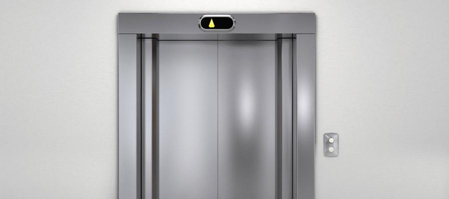 coincé dans l'ascenseur